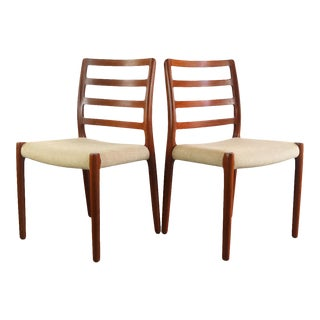 A Set of 2 Niels Moller Model 85 Dining Chairs in Teak For Sale