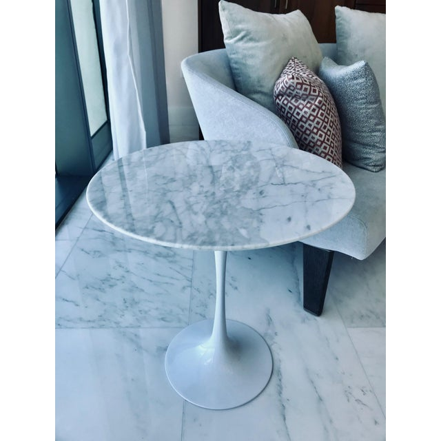 Mid-Century Modern Iconic Mid-Century Modern Tulip Side Table in Carrara Marble For Sale - Image 3 of 13