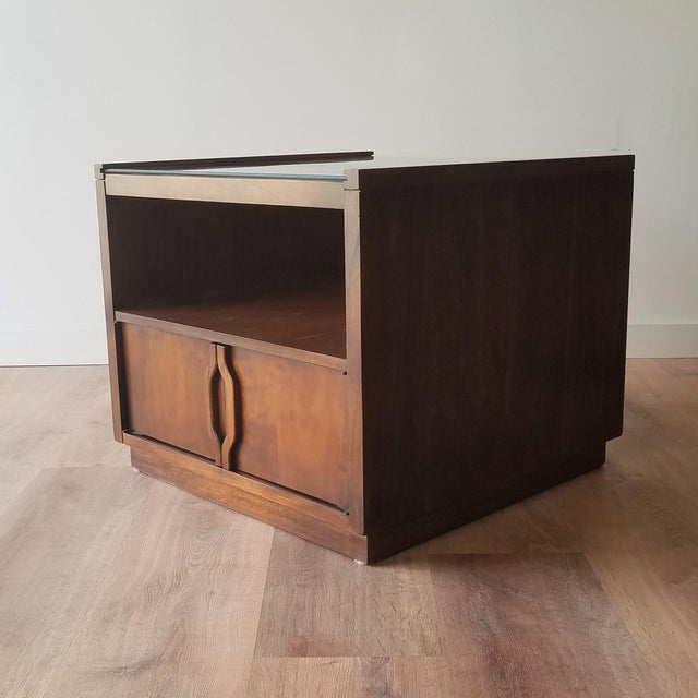 Mid 20th Century Vintage Mid-Century Modern Walnut Side Tables With Glass Tops - a Pair For Sale - Image 5 of 13