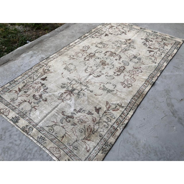Textile 1960s Vintage Turkish Handmade Carpet - 4′7″ × 8′4″ For Sale - Image 7 of 11