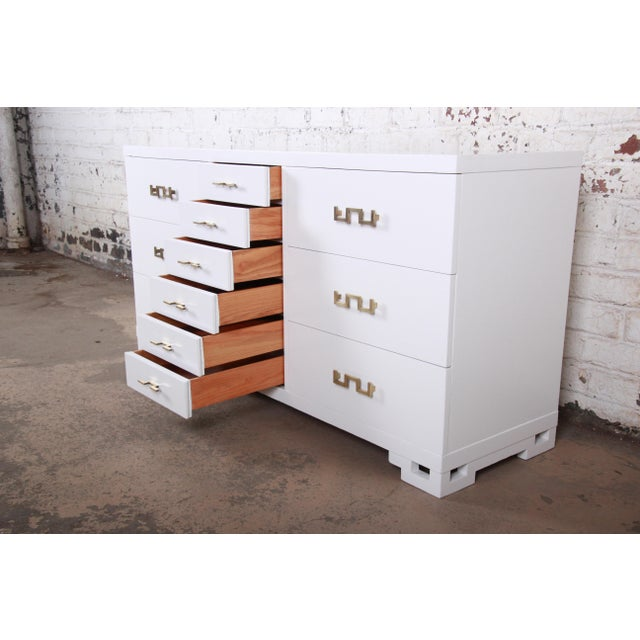 Mid-Century Modern Hollywood Regency Chinoiserie White Lacquered Twelve-Drawer Dresser or Credenza, Newly Restored For Sale - Image 9 of 13