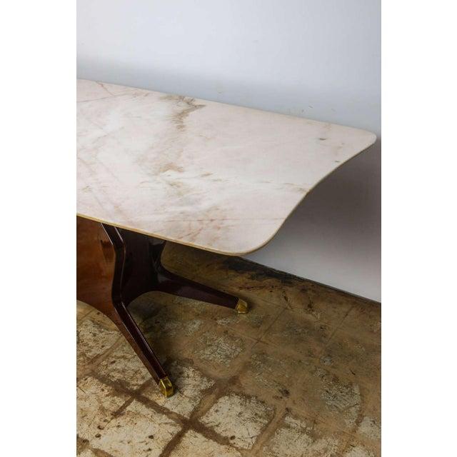 Osvaldo Borsani Italian Modern Mahogany, Brass and Onyx-Top Dining or Center Table by Borsani For Sale - Image 4 of 8