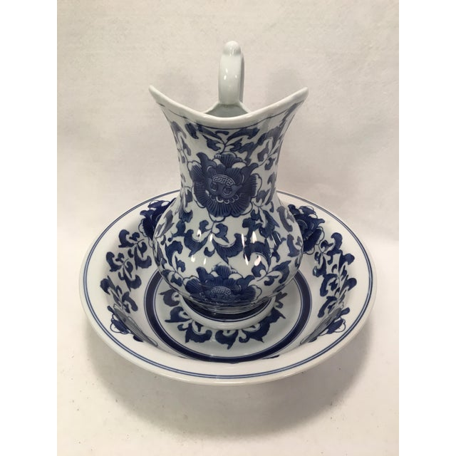 Mid 20th Century Ashley Belle Cobalt Blue & White Floral Design Pitcher and Bowl Set For Sale - Image 5 of 9