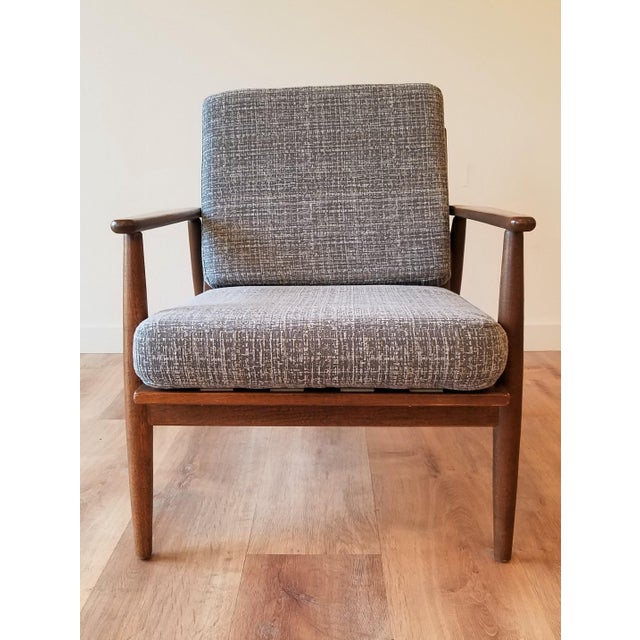 This mid-century modern lounge chair by Baumritter features a beautifully restored walnut frame and new upholstery. The...