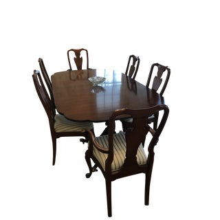 Kindel Winterthur Dining Table & Chairs Set For Sale