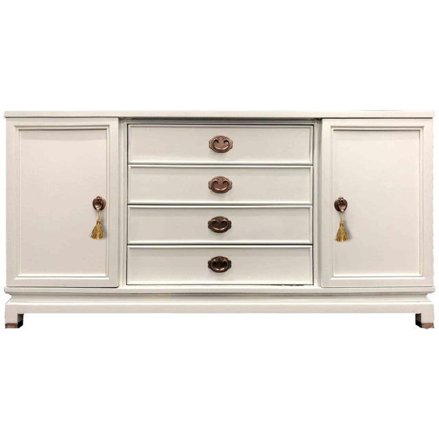 1960s American of Martinsville Chinoiserie White Credenza Newly Finished For Sale - Image 9 of 9