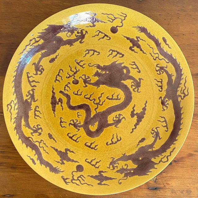 Chinese Early 20th Century Chinese Imperial Yellow Craquelure Plate With Eggplant Colored Dragons For Sale - Image 3 of 7