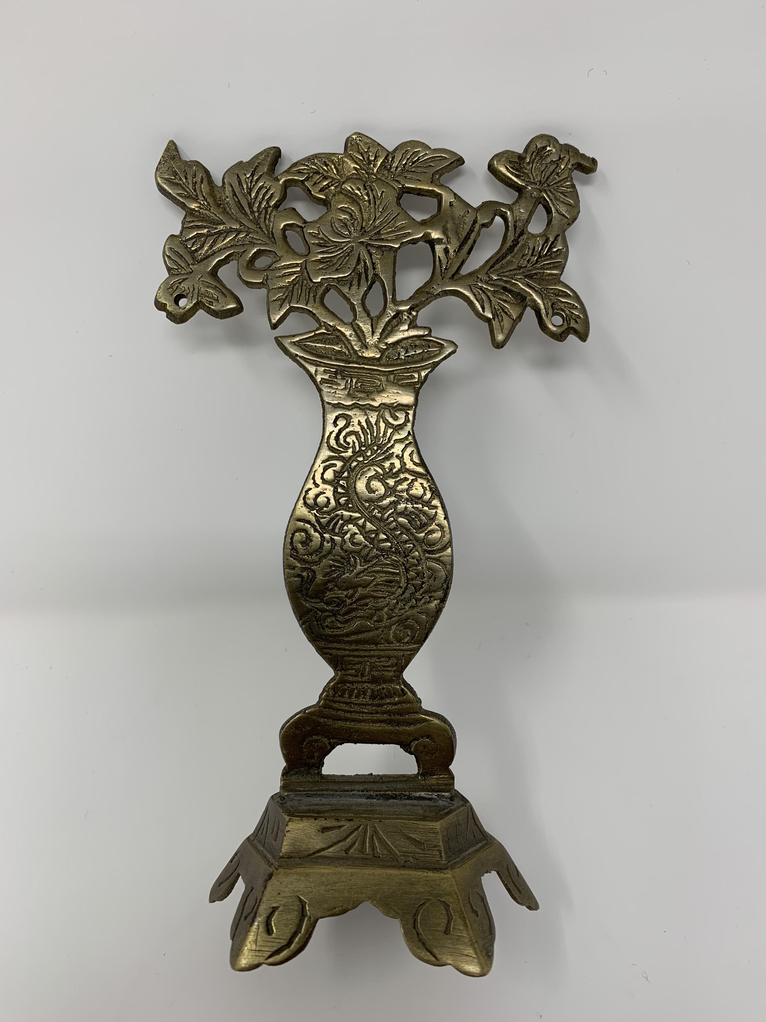 //encrypted-tbn0.gstatic.com/images?q\u003dtbnANd9GcQdV_MjDy0gZYBL3i9XwMWyprN00bd2lMXYqAjqkhFGeqITDTUQ0w & Vintage Brass Flower Vase on Stand