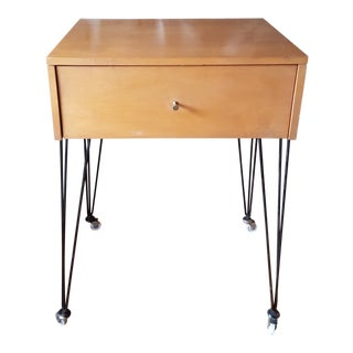 Mid-Century Modern Paul McCobb for Planner Group Maple Side Table For Sale