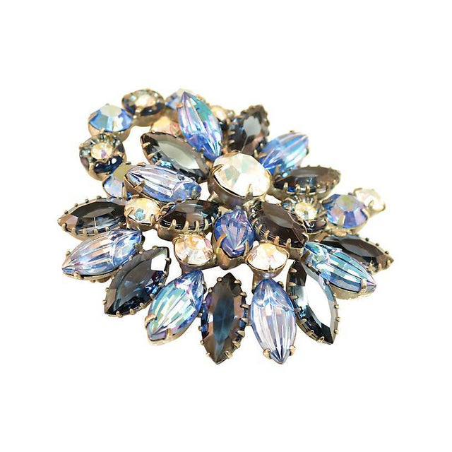 Offered here is a DeLizza & Elster Juliana silver-plated brooch from the 1960s. The three-dimensional asymmetrical...