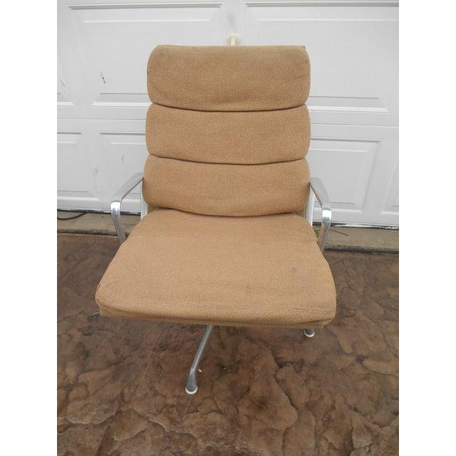 Mid-Century Modern Vintage Herman Miller Padded Swivel Lounge Chair For Sale - Image 3 of 10