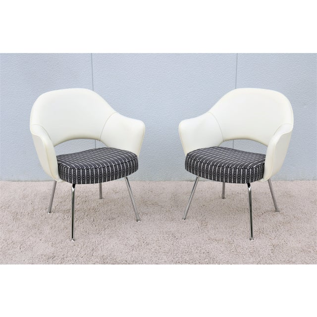 Mid-Century Modern Eero Saarinen for Knoll White Executive Arm Chairs - a Pair For Sale - Image 13 of 13