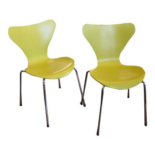 Series 7 Children's Chairs by Arne Jacobsen for Fritz Hansen- a Pair For Sale