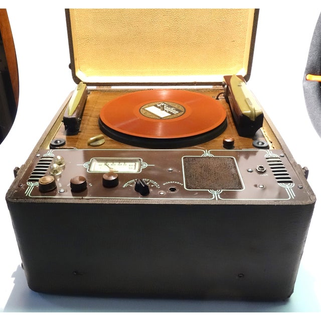 Submitted for your consideration is this hard to find, very original Cromwell Record Player and Reproducer. This two, tone...