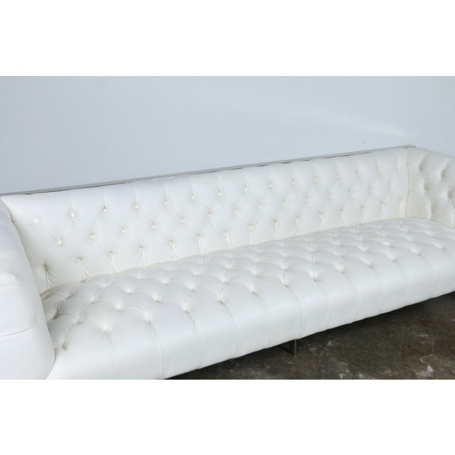 Modern Style White Chesterfield Sofa - Image 6 of 10