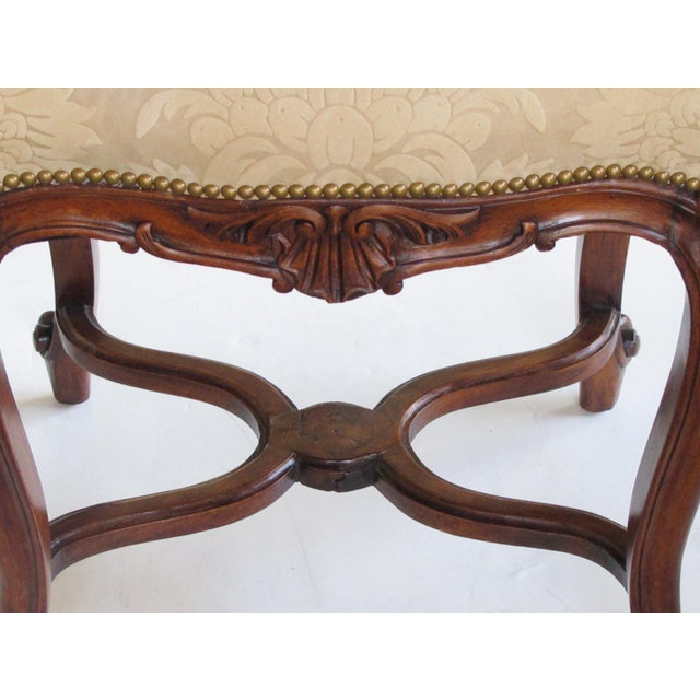 An Elegant French Regence Style Carved Walnut Serpentine-Shaped Stool With Cut-Suede Upholstery For Sale - Image 4 of 7