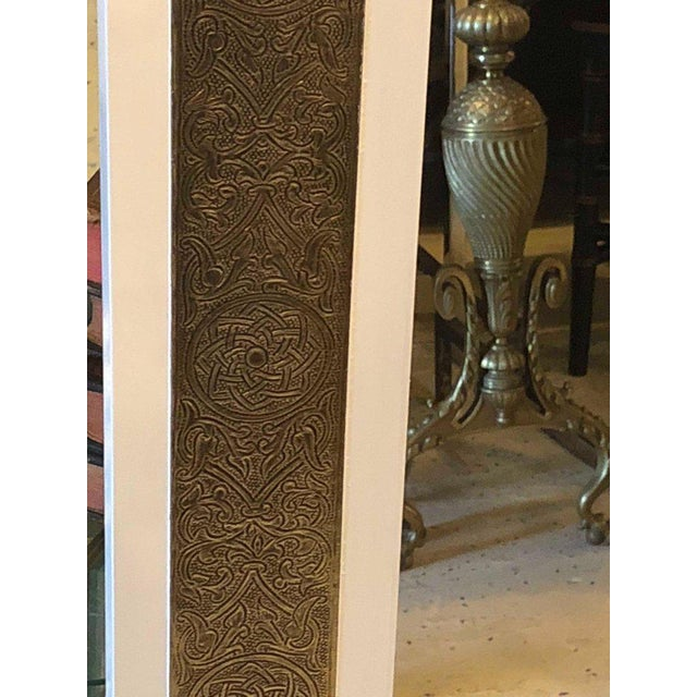 Brass 1900s Hollywood Regency Brass on Wood Frame in White Wall Mirrors - a Pair For Sale - Image 7 of 9