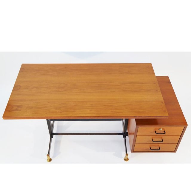 Italian walnut desk by Osvaldo Borsani for Tecno. A single perspex pencil drawer and floating attached case with drawers...