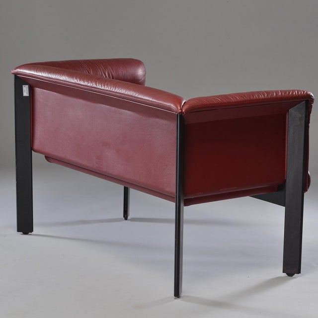 1970s Poltrona Frau Mid-Century Modern Burgundy Leather Settee For Sale - Image 11 of 13