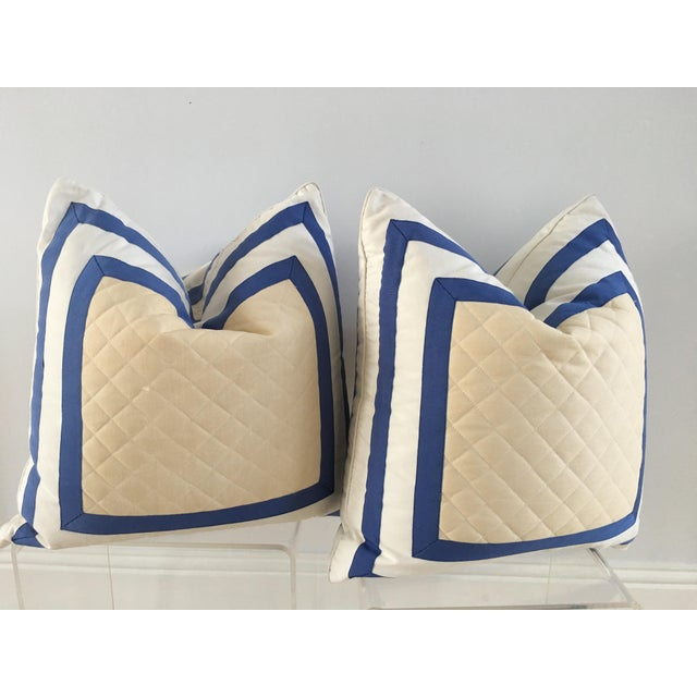 A pair of stylish vintage pillows. A timeless look and can move into any room. Same sided fabrication front and back.