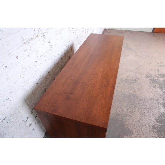 """Kent Coffey """"The Tableau"""" Mid-Century Modern Walnut Six-Drawer Long Dresser or Credenza For Sale - Image 9 of 12"""