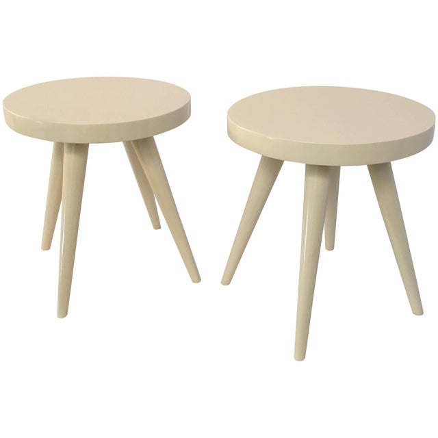 White Pair of Modern White Lacquered Stools in the Manner of Charlotte Perriand For Sale - Image 8 of 8