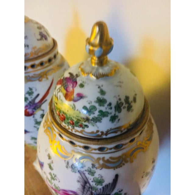 English Traditional 18th Century Chelsea Birds Porcelain Potpourri Urns - a Pair For Sale - Image 3 of 9