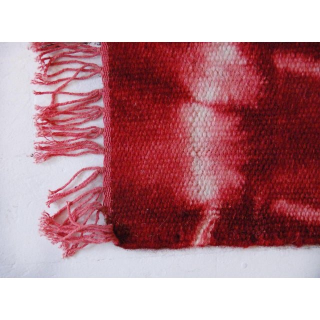 Aelfie Red Tie Dyed Bold Flatwoven Wool Rug - 2'x3' - Image 2 of 4