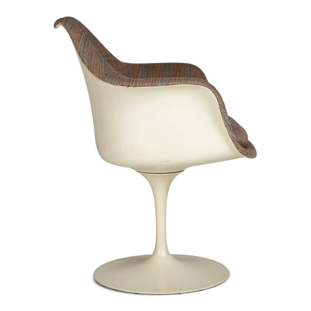 Mid-Century Modern 1970s Eero Saarinen His and Hers Tulip Chairs for Knoll International - a Pair For Sale - Image 3 of 11