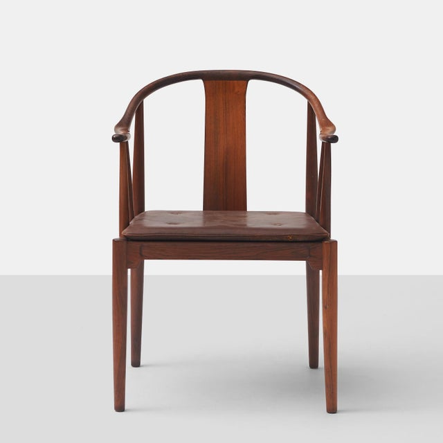 """Fritz Hansen Pair of Rosewood """"China"""" Chairs by Hans J Wegner For Sale - Image 4 of 10"""