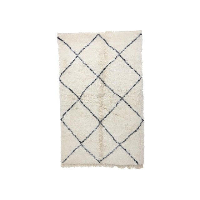 """Beni Ourain Vintage Moroccan Rug - 5'4"""" X 8'4"""" For Sale - Image 6 of 6"""