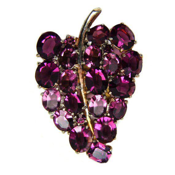 Art Deco 1930s Deco-Era Purple Faceted Glass Dress Clip For Sale - Image 3 of 3