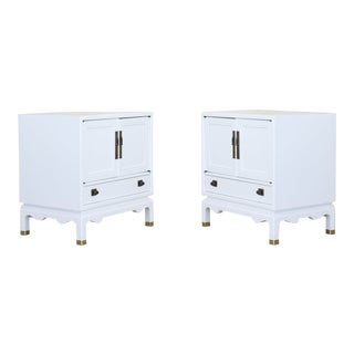 Pair of Mid-Century Modern White Lacquered Nightstands, Campaign Style Nightstands For Sale