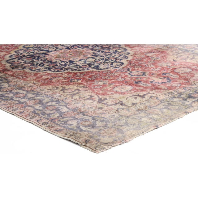 51168 Distressed Vintage Turkish Sivas Rug with Romantic English Country Style 04'00 x 05'05. This distressed vintage...