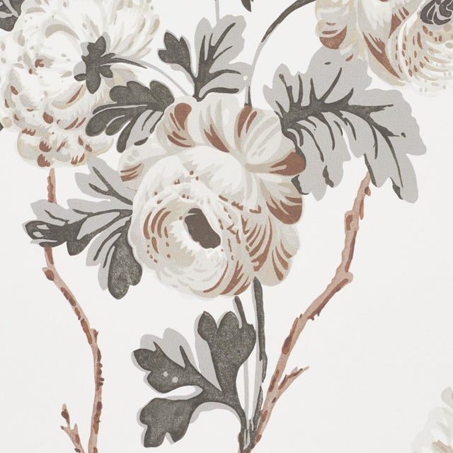 Contemporary Sample - Schumacher x Veere Grenney Betty Wallpaper in Charcoal For Sale - Image 3 of 5