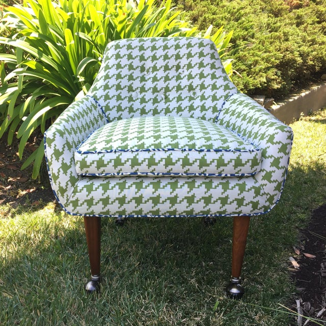 Brass Mid-Century Modern Green and White Houndstooth Accent Chair on Casters For Sale - Image 7 of 7