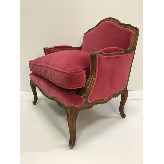 Louis XV Revival Pink Velvet Vintage Country French Wide Bergere Marquise Chair Mahogany Cabriole Legs For Sale - Image 11 of 13