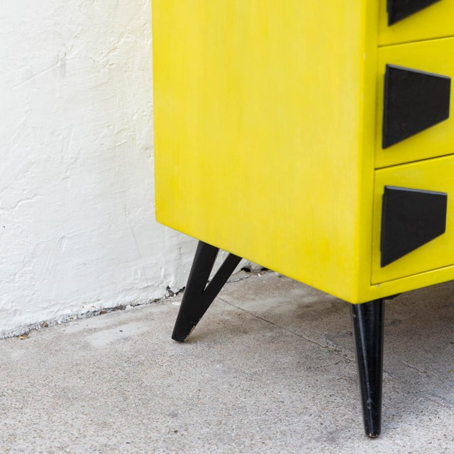 Mid 20th Century Mid-Century Chartreuse 6 Drawer Highboy Dresser With Black Atomic Handles and Legs For Sale In Los Angeles - Image 6 of 8