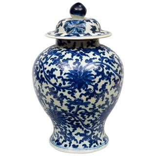 Chinese Porcelain Blue and White Baluster Vase and Lid For Sale