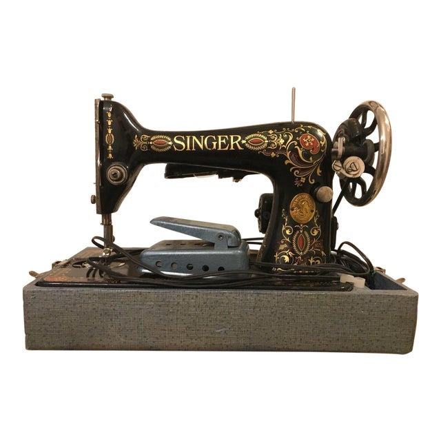 1910 Antique Singer Sewing Machine and Carrying Case For Sale