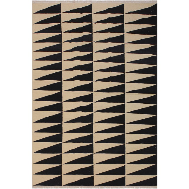 "Modern Kilim Armandin Ivory Hand-Woven Wool Rug -5'6"" X 8'2"" For Sale"
