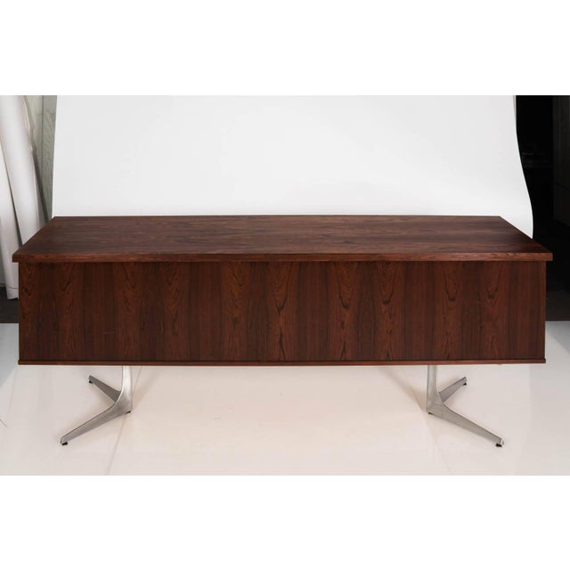 Midcentury Rosewood Credenza For Sale In New York - Image 6 of 11