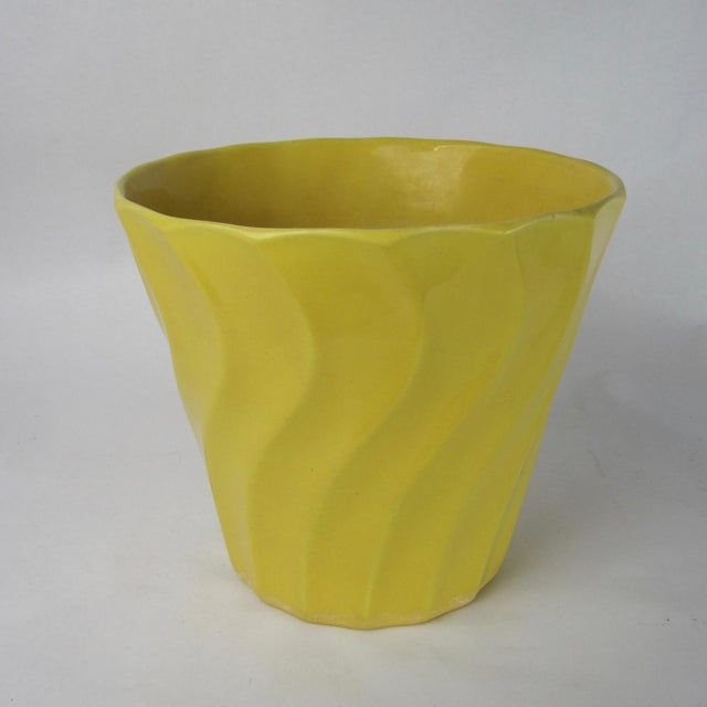 Vintage Yellow Bauer Swirl Flower Pot Size 8 - Image 3 of 6