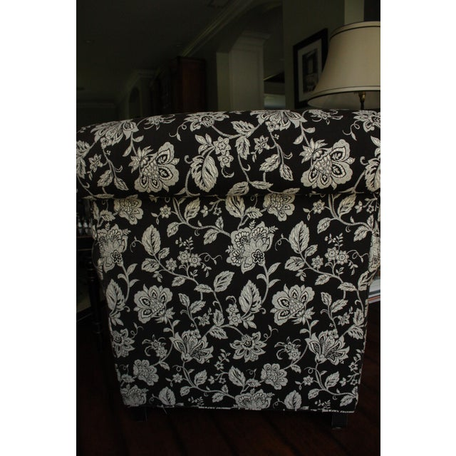 "Bassett Furniture Bassett "" Dawson"" Chairs in Cream & Black Floral Print ~ One Pair For Sale - Image 4 of 7"