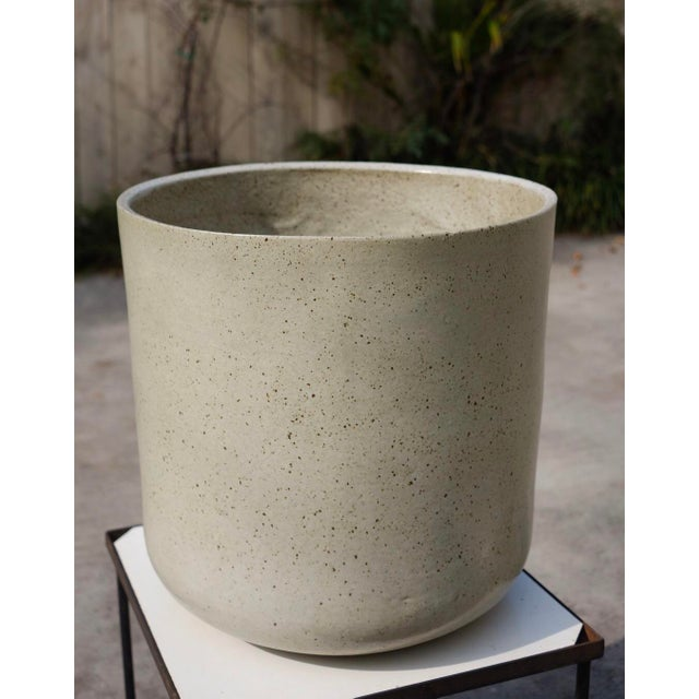 1960s Vintage Malcolm Leland Architectural Cylinder Planters- a Pair For Sale In Los Angeles - Image 6 of 8