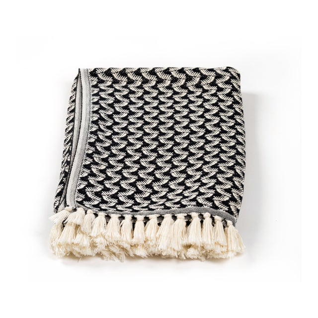 Towel for art lovers. Towel for the naturists. Weaving that swings with movement, our wave beach & bath towel is hand-...