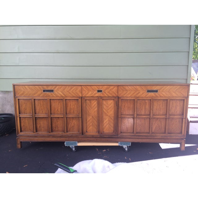 Stunning herringbone wood vintage 1968 Thomasville dresser/credenza chinoiserie style! 7 visible drawers and 2 hidden...