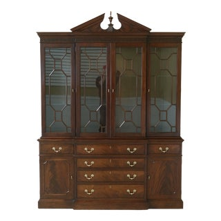 1980s Stickley Chippendale Style Mahogany Breakfront China Cabinet For Sale