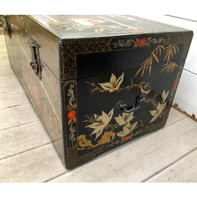 20th Century Hand-Painted Chinese Asian Decorated Storage Chest For Sale In San Francisco - Image 6 of 13