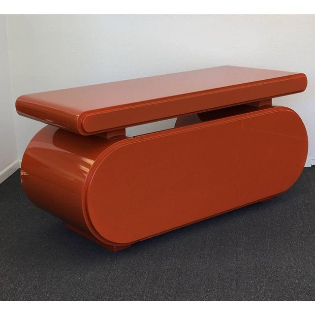 1960s High Gloss Lacquered Scuptural Desk from the 1960s For Sale - Image 5 of 9